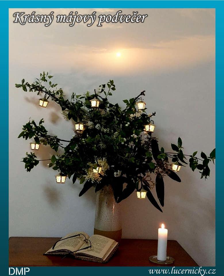 Májová dekorace s lucerničkymi